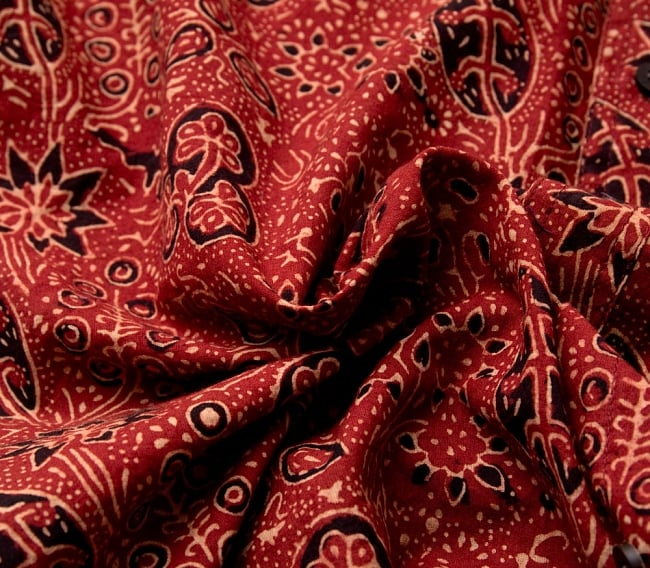 布の宝石アジュラックを使った メンズ 半袖 ハーフスリーブシャツ 11 - 布地をクシャッとさせてみました。木綿のケンブリックと言う柔らかい生地を使っています