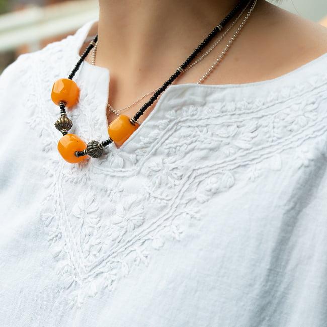 手刺繍が美しい インド綿のストーンウォッシュシャツ 4 - 胸元の刺繍をアップにしてみました。