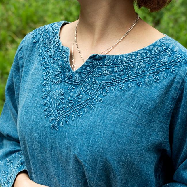 手刺繍が美しい インド綿のストーンウォッシュシャツ 6 - 胸元の刺繍をアップにしてみました。