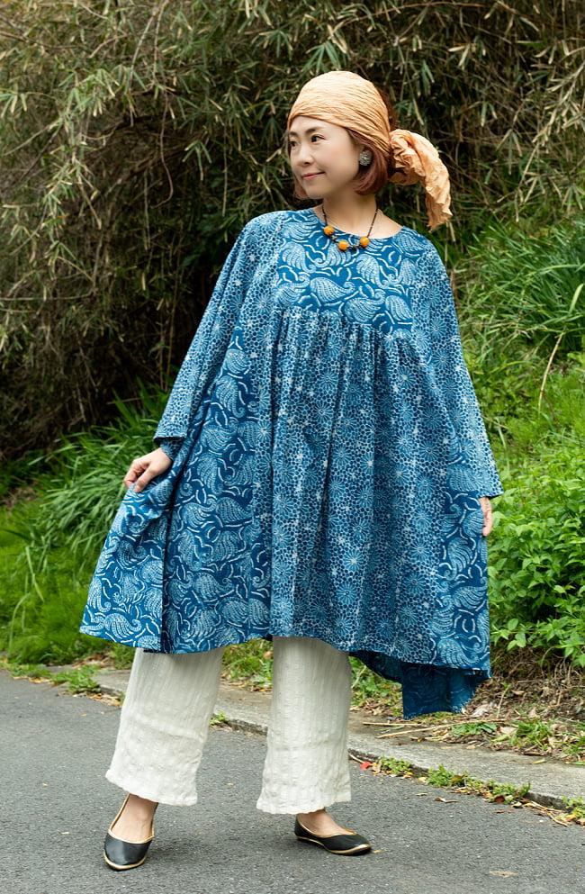 インド伝統の手染め インディゴのフレアチュニック 2 - 身長152cmの着用例です。
