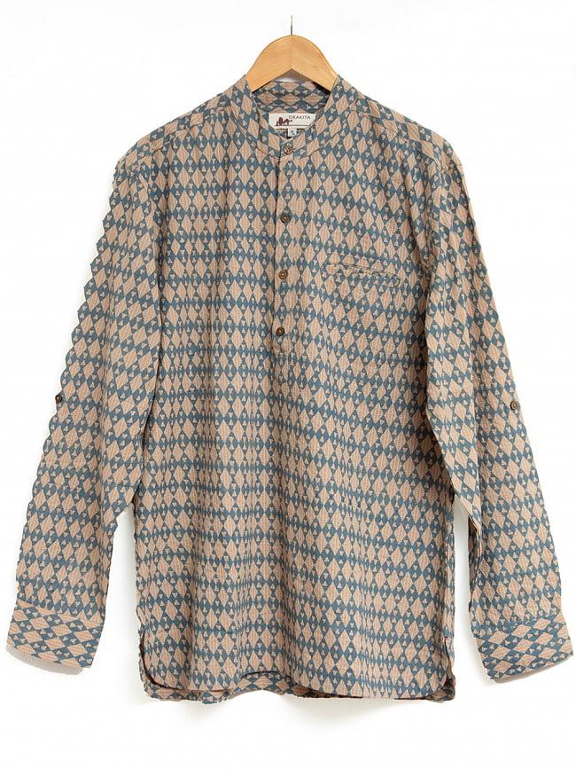 柔らかい風合いが魅力的 藍染とカンタ刺繍のクルタシャツ 11 - カンタ刺繍とウッドブロックプリント