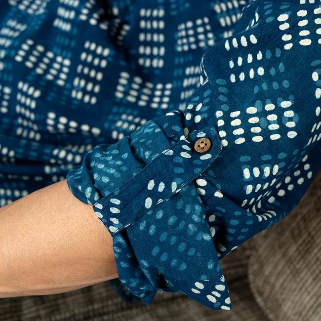 柔らかい風合いが魅力的 藍染とカンタ刺繍のクルタシャツ 6 - 袖口はこのように調整できるようになっています。