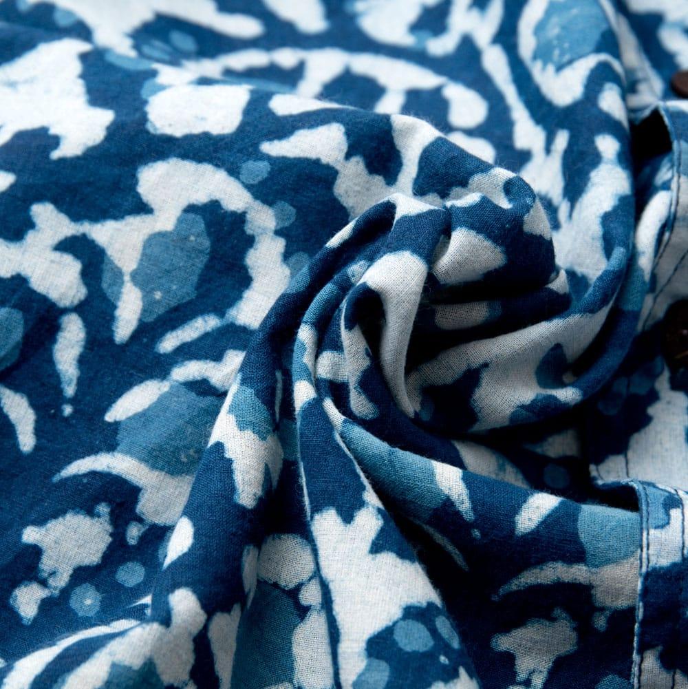 インディゴ染 メンズ 半袖 ハーフスリーブ シャツ  10 - 布地をクシャッとさせてみました。木綿のケンブリックと言う柔らかい生地を使っています
