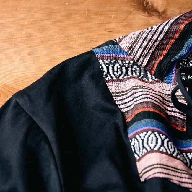 ネパール刺繍 さらふわ裏起毛プルオーバーパーカーの写真11 - 生地の拡大写真です。ベースの黒い生地は、しっかりとしていてハリコシと、少し光沢感がある良い生地。綺麗なシルエットで着用できます。