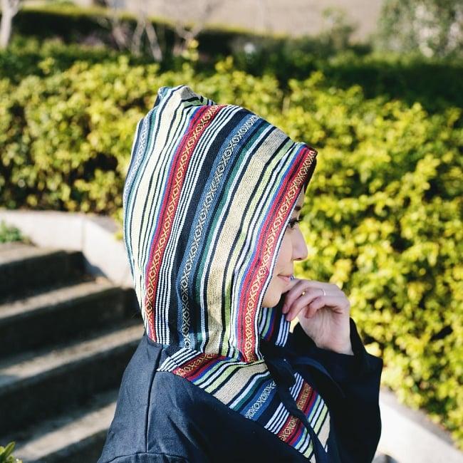 ネパール刺繍 さらふわ裏起毛プルオーバーパーカーの写真3 - フードも小さすぎず、被ったときに素敵なシルエット