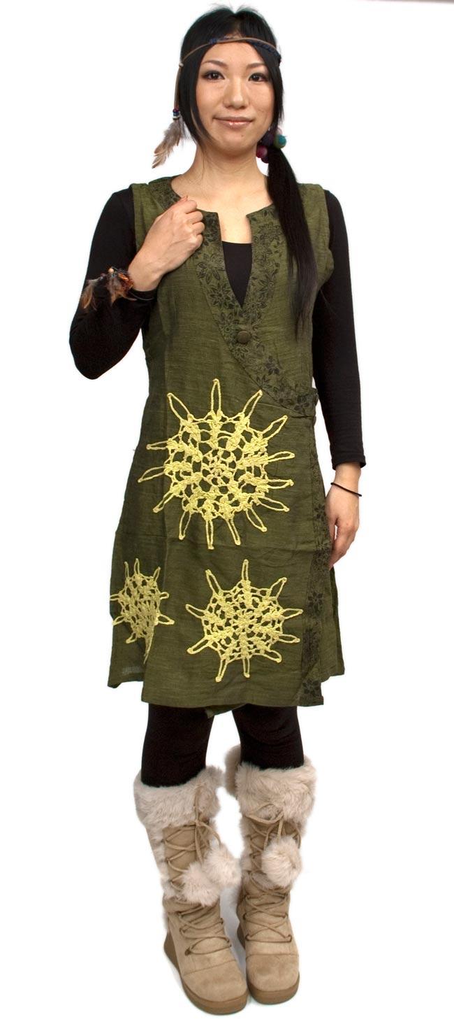 袖なし紐刺繍ジャケット【緑】 2 - 身長160cmのモデルさんがM/Lサイズを着用してみました。全体写真です