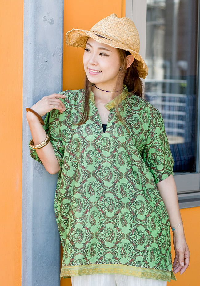 ユニセックスデザインが嬉しい!オールドサリーの半袖プルオーバーシャツ 2 - サラサラしたオールドサリーが心地よく着て頂けます。モデル:152cm