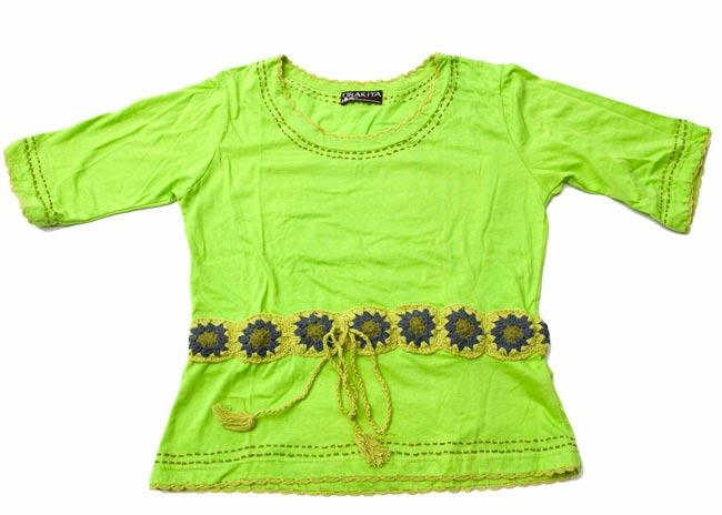 ベルト風刺繍ハーフスリーブTシャツ - 黄緑 5 - 床に置いてみました。