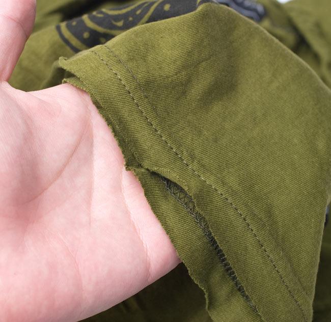 メヘンディプリント タンクトップパーカー【カーキ】の写真5 - こちらの商品の裾の部分は全てきりっぱなしの商品となっております。