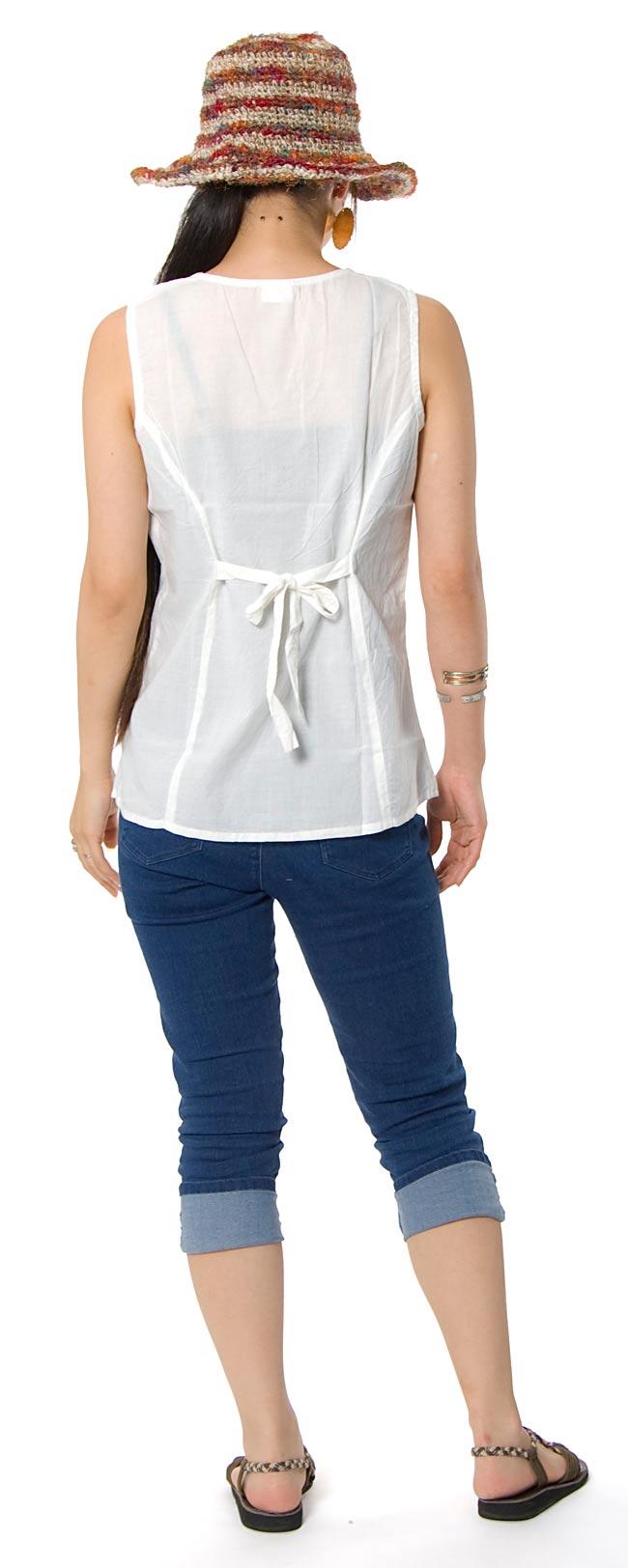 シンプル刺繍ノースリーブ 【白】 2 - 後ろ姿はこんな感じです。