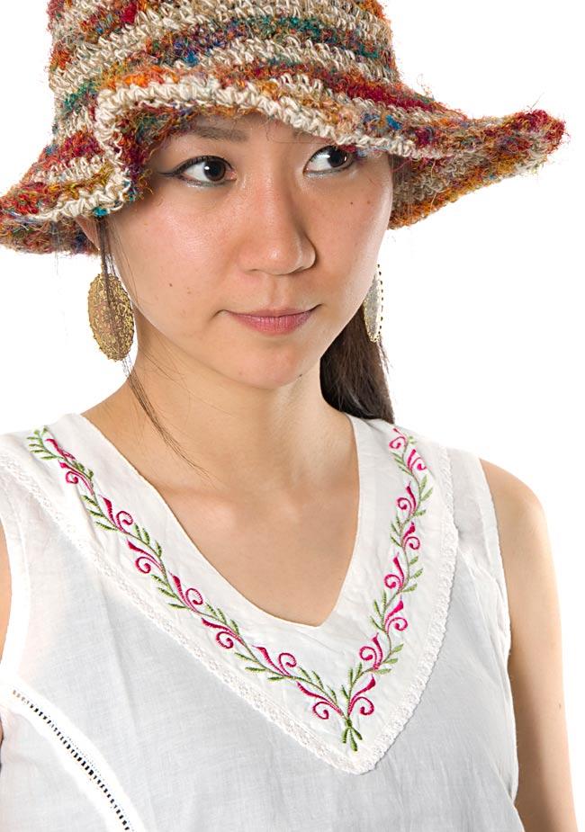 シンプル刺繍ノースリーブ 【白】 3 - 胸元部分をアップにしてみました。