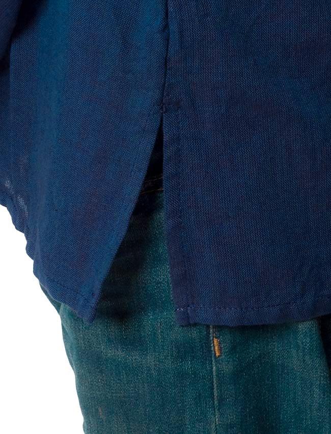 長袖シンプルコットンボタンクルタ 【紺】 6 - サイドのスリットは動きやすく、すっきりした印象になります。