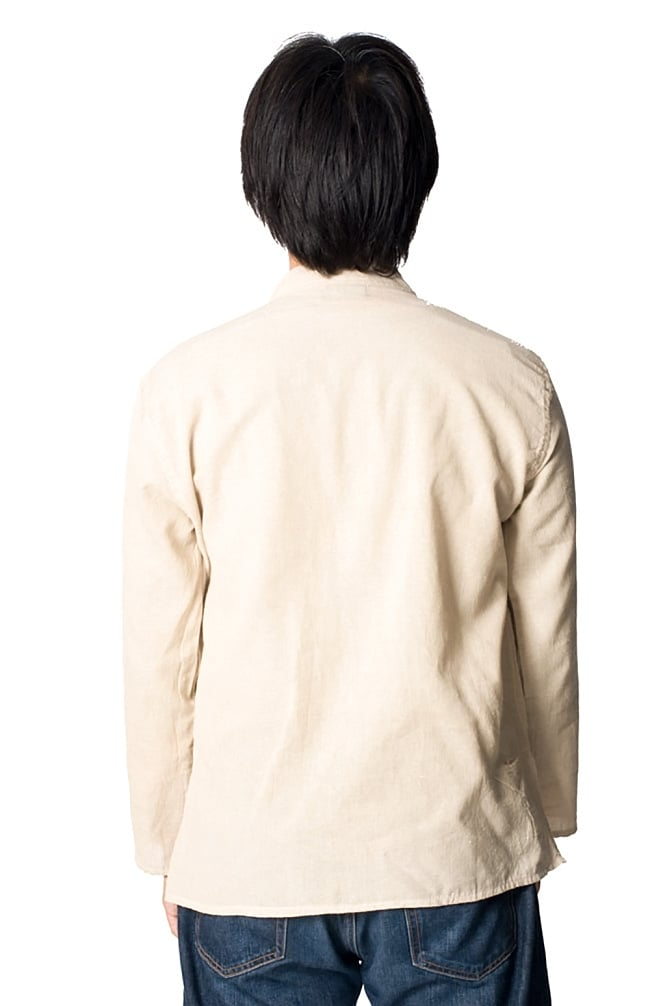 長袖シンプルコットンボタンクルタ 【きなり】 5 - 後ろ姿はシンプルです。