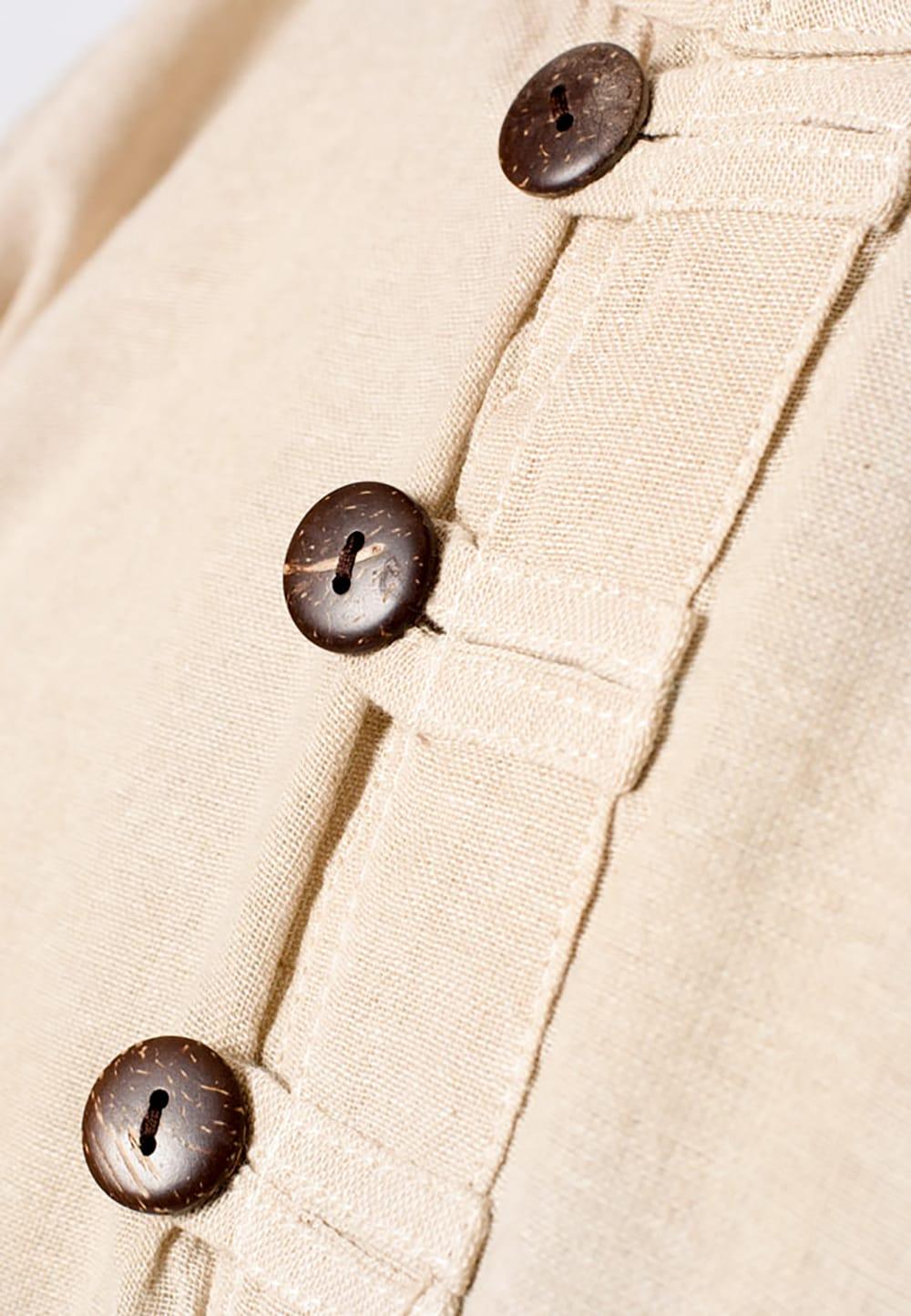 長袖シンプルコットンボタンクルタ 【きなり】 7 - 胸元のボタンが程よいアクセントになっています。
