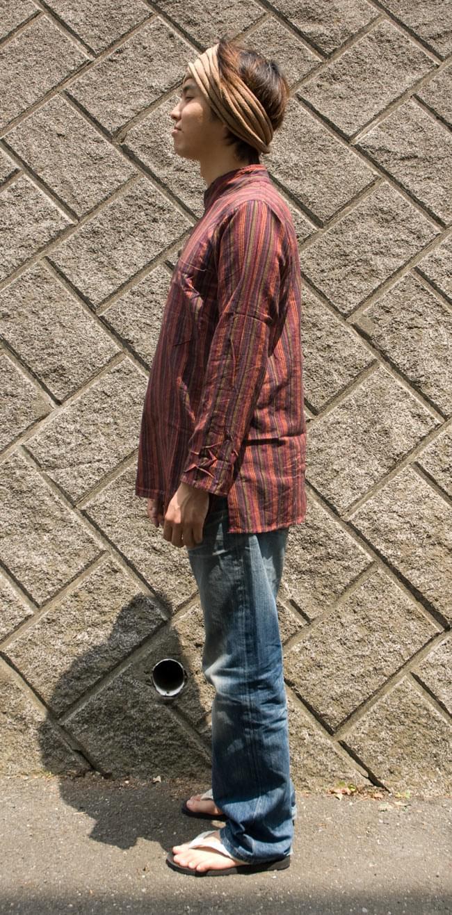 長袖ボタンクルタ 【赤系】の写真2 - 横から見るとこんな感じです。