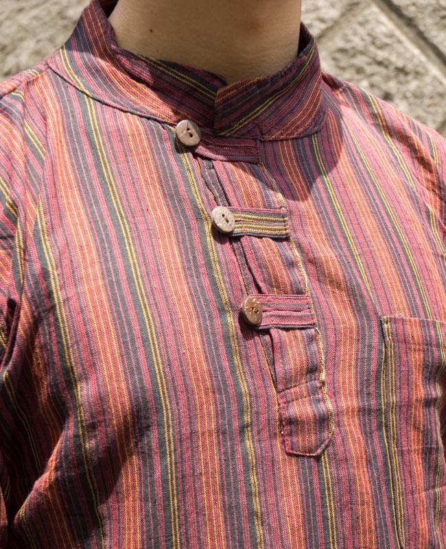 長袖ボタンクルタ 【赤系】の写真4 - 胸元をアップにしてみました。