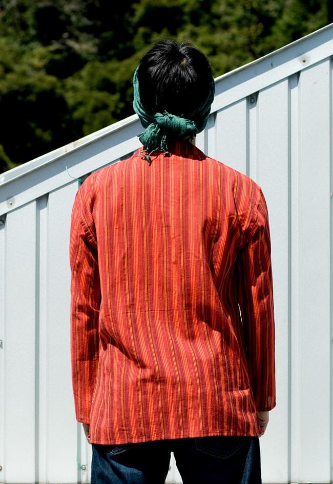 長袖ボタンクルタ 【オレンジ赤系】の写真3 - 後ろ姿です。