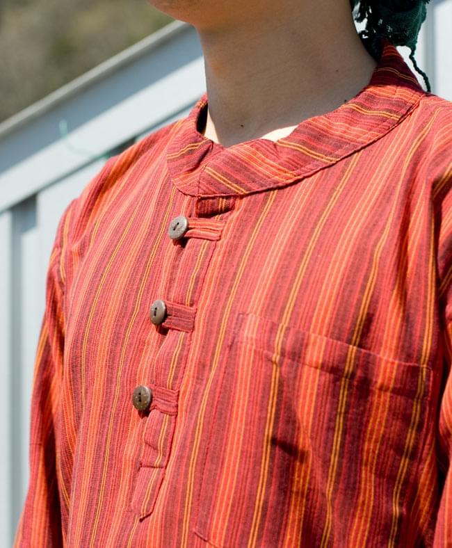 長袖ボタンクルタ 【オレンジ赤系】の写真4 - 胸元をアップにしてみました。