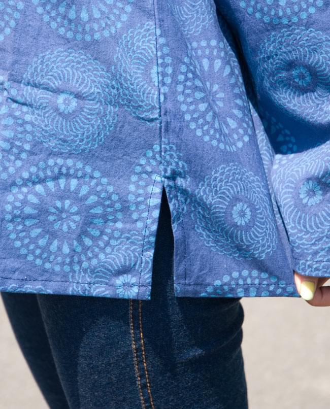 花火柄の長袖コットンシャツ 【緑】 6 - サイドにスリットがあるのでいいですね。