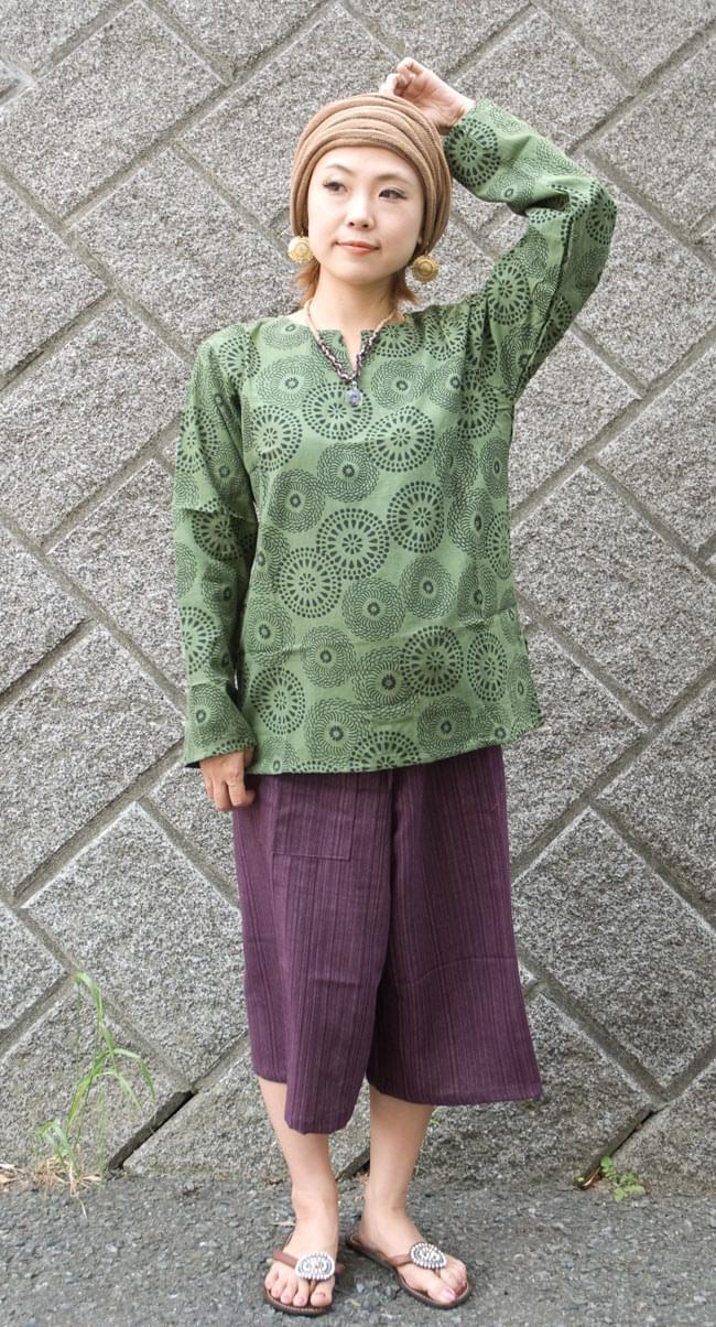 花火柄の長袖コットンシャツ 【緑】の写真