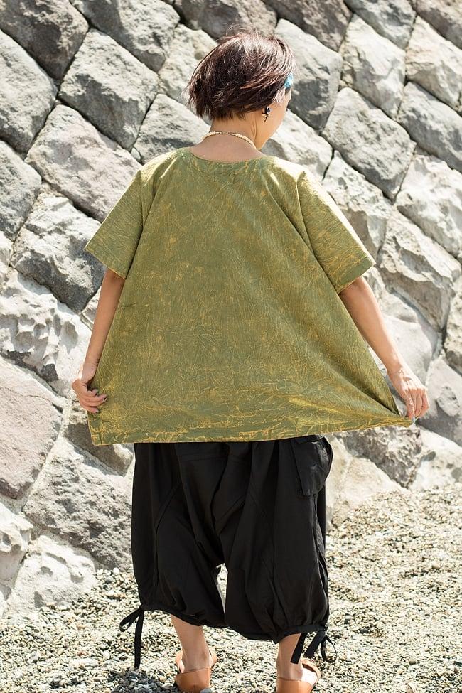 ストーンウォッシュの半袖プルオーバーシャツ 緑 4 - 後ろからみた様子です。