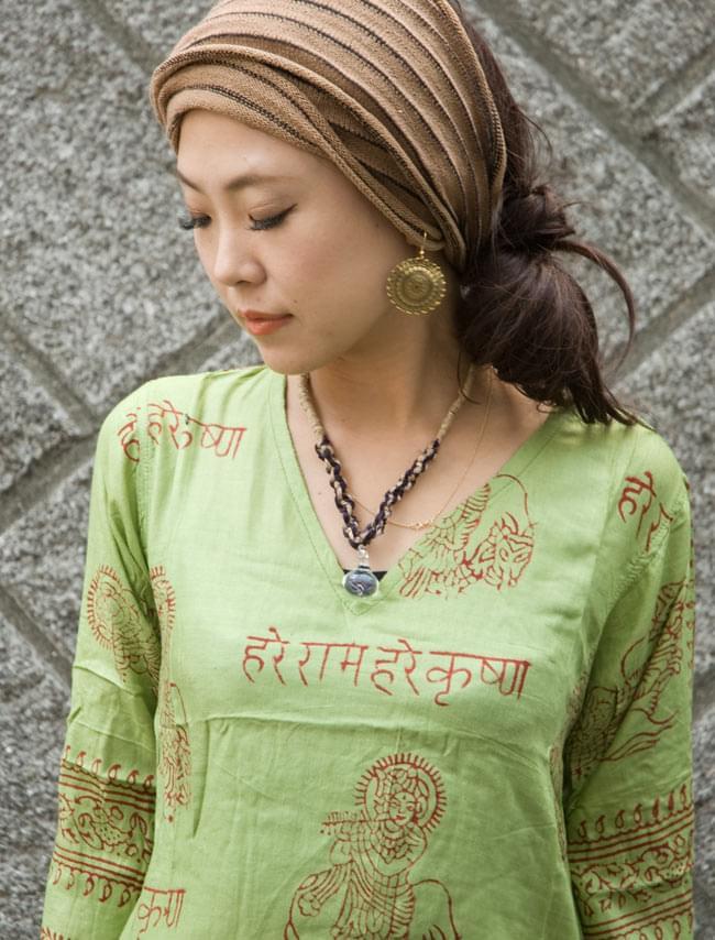 長袖Vネックラムナミシャツ - 緑豆 5 - 首元がVネックなのでスッキリした印象です。