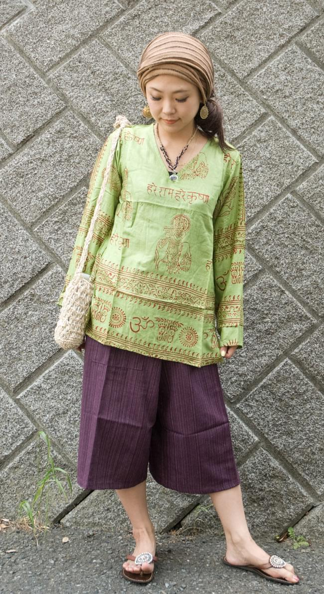 長袖Vネックラムナミシャツ - 緑豆 の写真