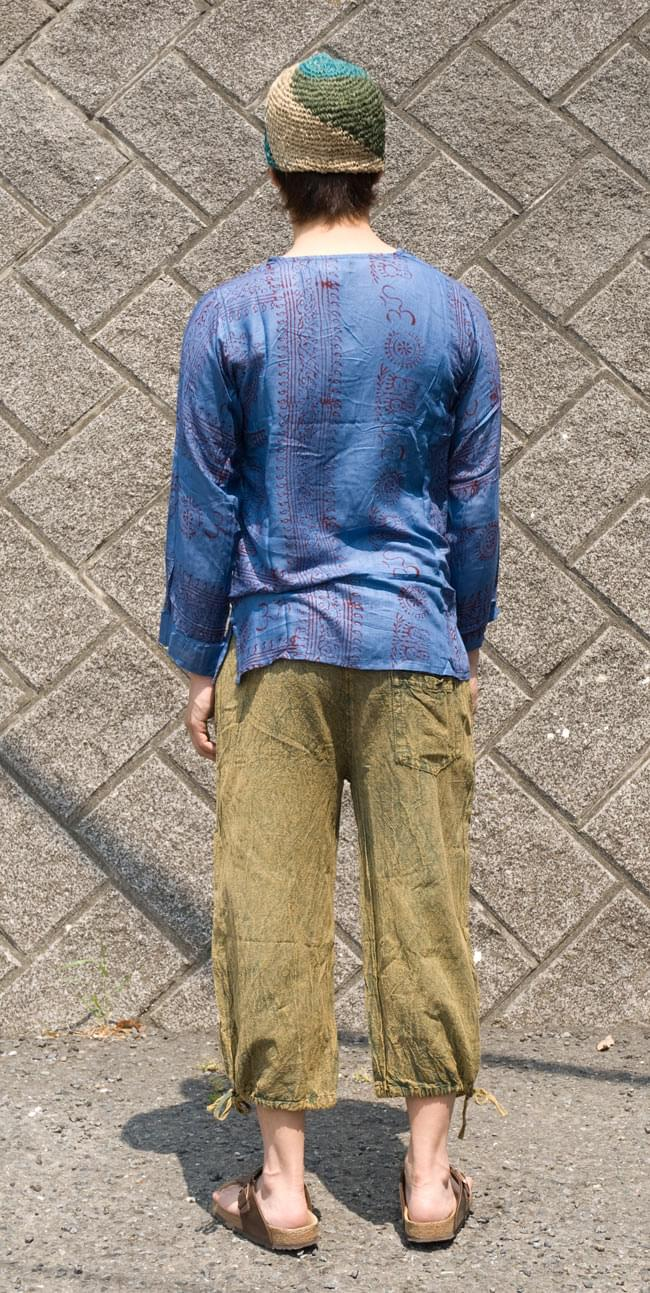 長袖Vネックラムナミシャツ - 青 3 - 後ろ姿です。