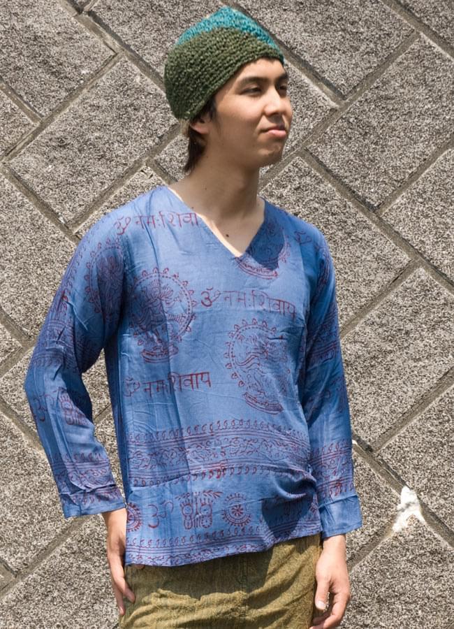 長袖Vネックラムナミシャツ - 青 4 - 上半身をアップにしてみました。
