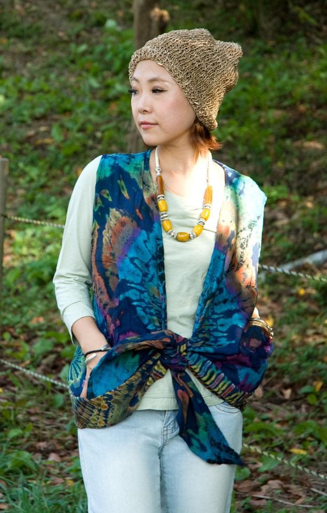 タイダイレーヨンサラサラベスト 【水色】の写真6 - こんな風に結んで着ても良いですね。