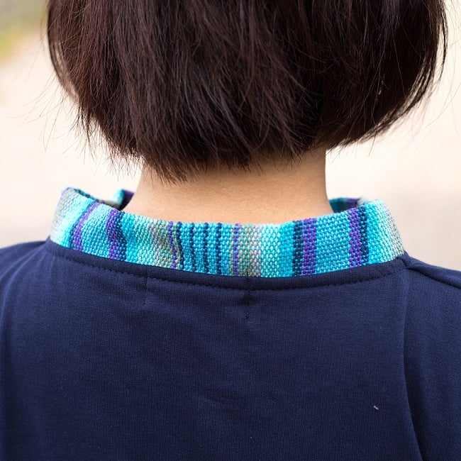裏起毛が嬉しい!ゲリのクルタ風トレーナーの写真7 - 首周りもぐるりと贅沢にネパール布が用いられています。