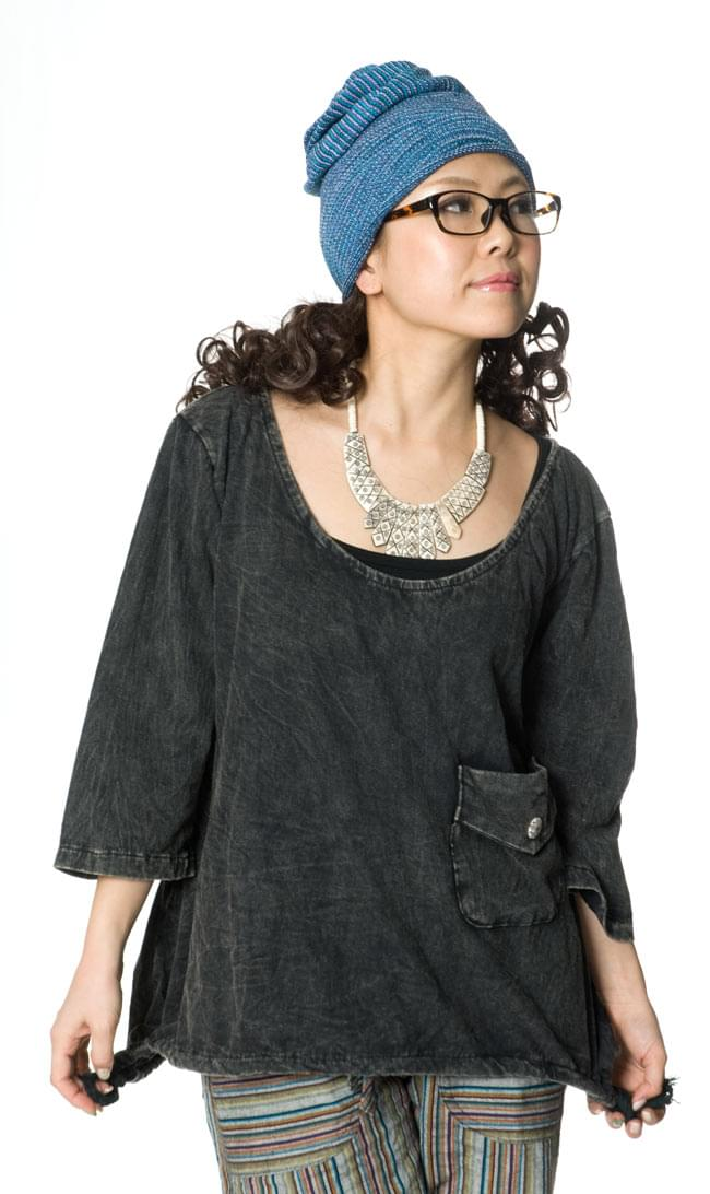 コットンのトライアングルゆったりTシャツの写真6 - G:ブラック