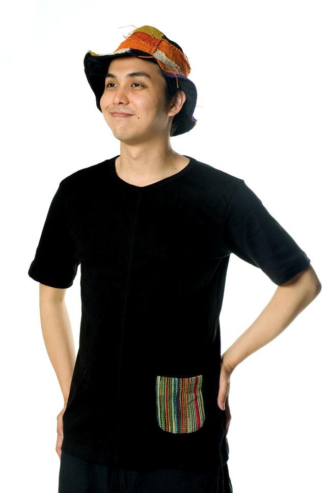 エスニック布のカラフルポケットTシャツ 3 - 細身〜中肉の男性ならMサイズでも問題ないと思います。