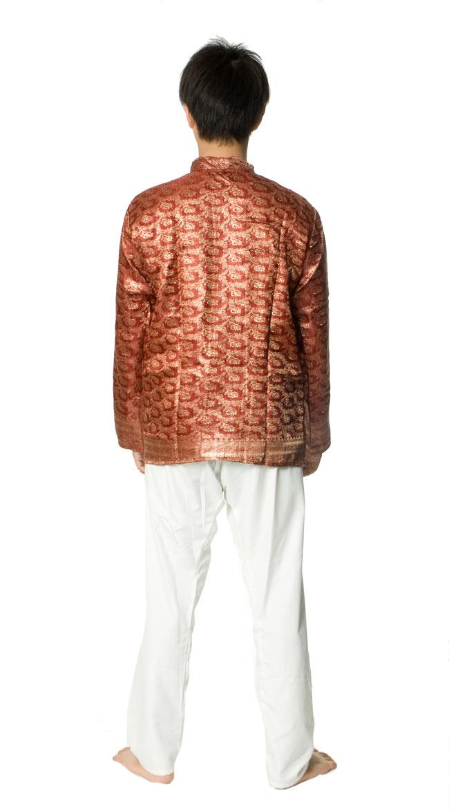 サリー刺繍 長袖クルタシャツ の写真3 - 後ろ姿です。