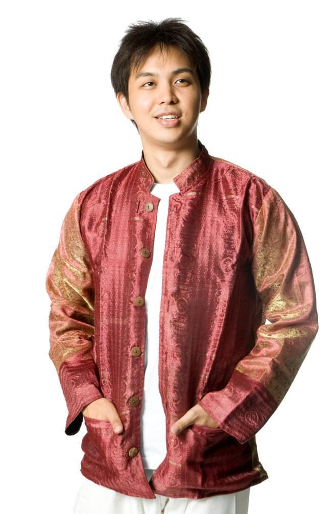 サリー刺繍 長袖クルタシャツ の写真6 - 前のボタンを開ければ、ジャケット風に着ることも出来ますよ!こちらは同じデザインの色違いです。