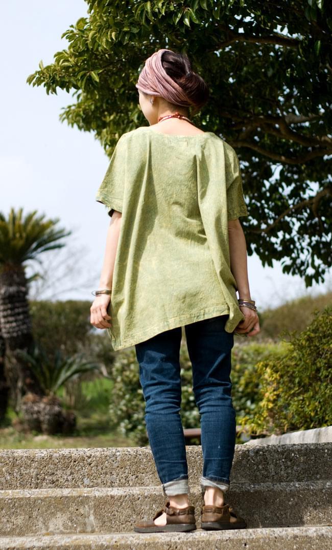 ストーンウォッシュの半袖プルオーバーシャツ 【グリーン】 4 - 後ろ姿です。