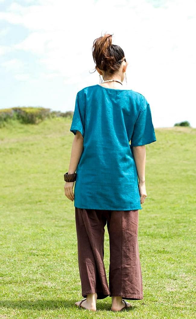 半袖シンプルコットンシャツ - ターコイズ 4 - 後ろ姿です。