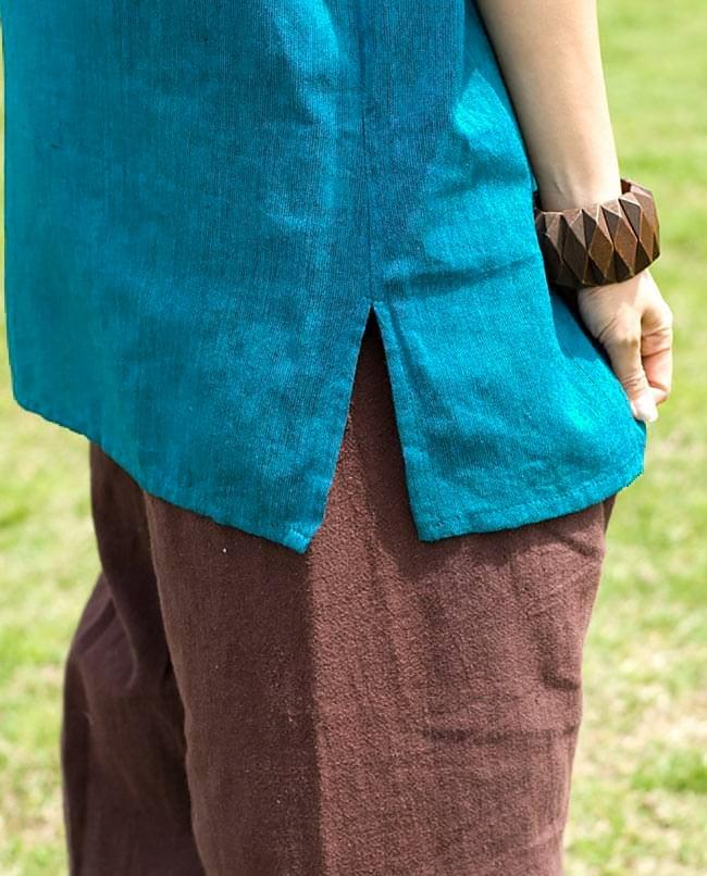 半袖シンプルコットンシャツ - ターコイズ 6 - 裾はスリットが入っているので、スッキリ!動きやすいですね。こちらは色違いです。