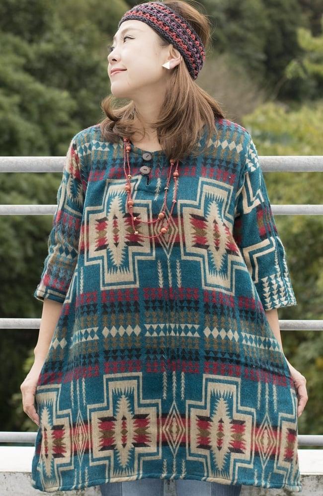 ダッカ織りのふわふわクルタシャツの写真3 - F:エメラルド系。上品な色合いです。