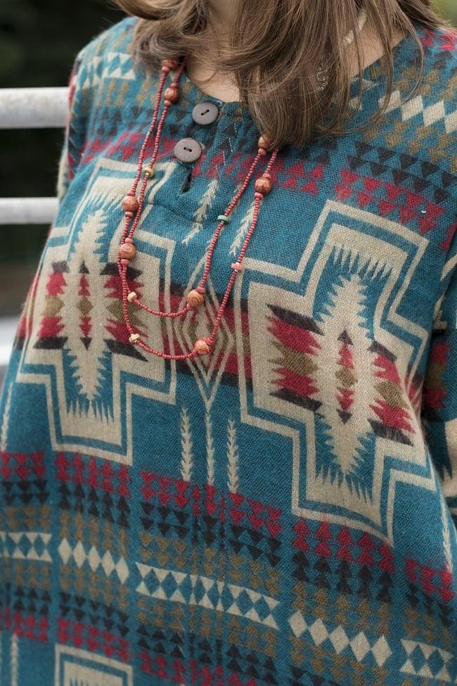 ダッカ織りのふわふわクルタシャツの写真4 - 近くで見てみました。