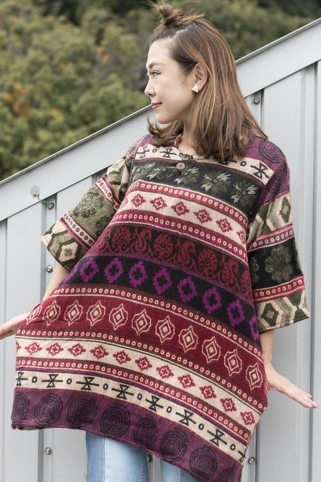 ダッカ織りのふわふわクルタシャツの写真5 - G:ベージュ&赤・紫系