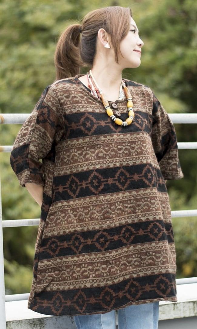 ダッカ織りのふわふわクルタシャツの写真7 - H:ブラウン系