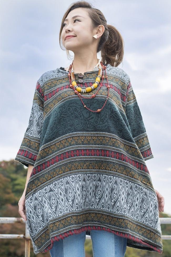 ダッカ織りのふわふわクルタシャツの写真9 - I:グリーン系ペイズリー