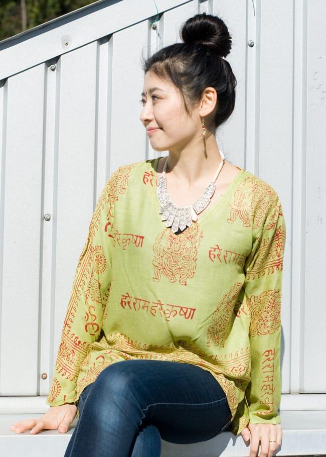 長袖Vネックラムナミシャツ - 黄緑の写真