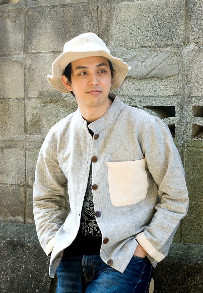 ナチュラルカラーのクルタシャツの写真3 - C:グレー:インナーにTシャツを合わせて前を開けて着てもいい感じです。