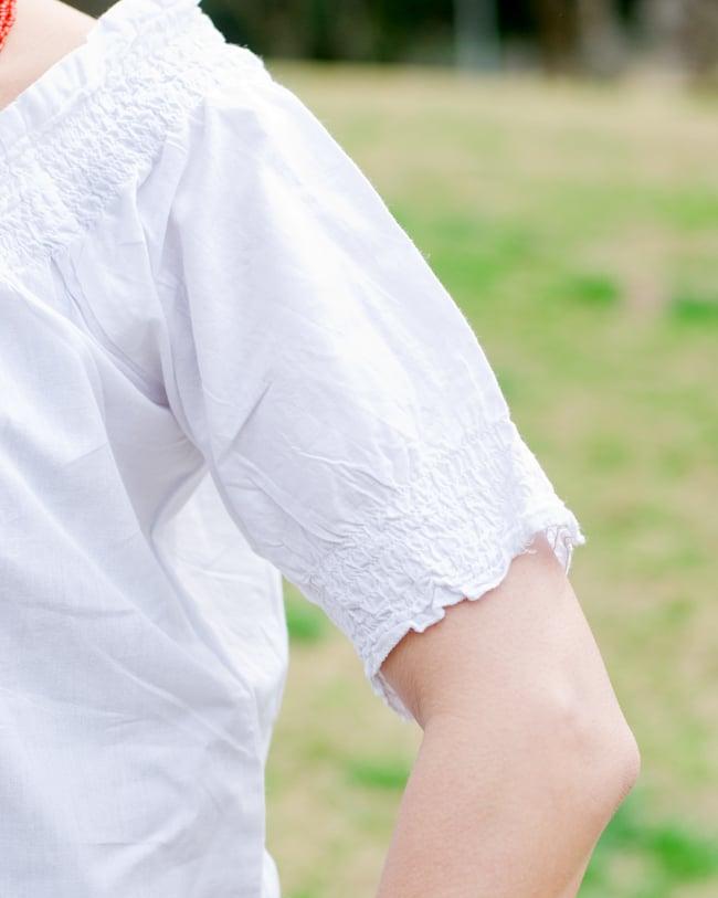 カラフル刺繍のバルーン白シャツの写真8 - 袖口もゴム入りです。