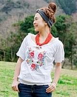 カラフル刺繍のバルーン白シャツ