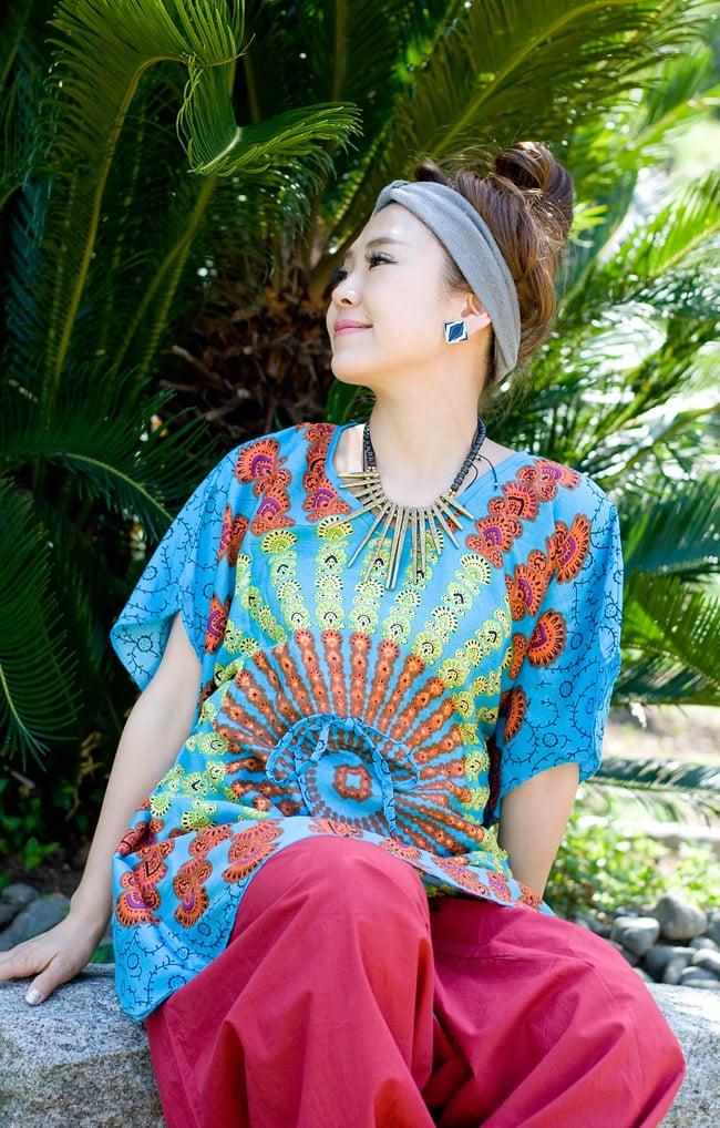バタフライスリーブのカラフルプリントシャツの写真5 - E:デザインA-水色