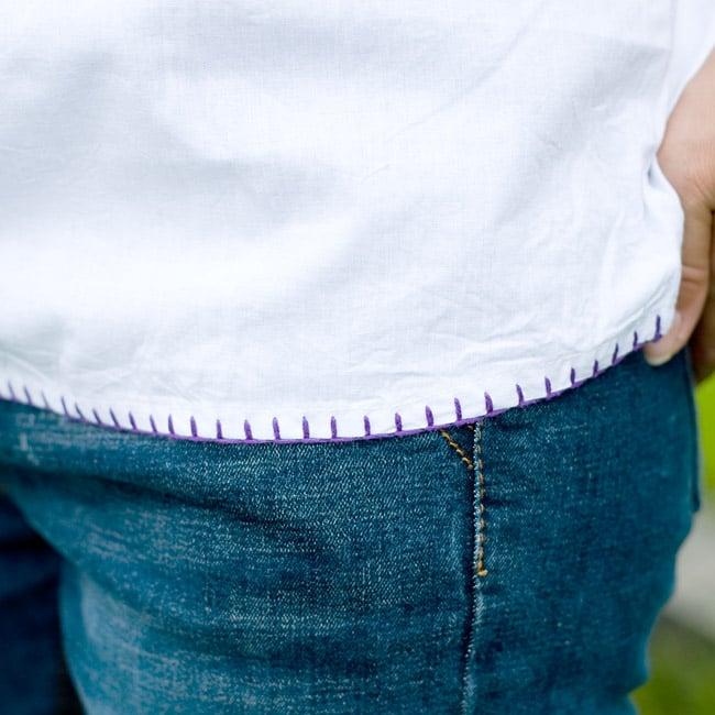 カラフル刺繍の白いシャツの写真6 - 裾にもステッチが有ります。