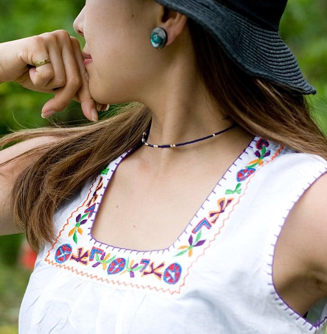カラフル刺繍のキャミクルティの写真4 - 胸元の刺繍をアップにしてみました。お届けする商品のお色味は写真と異なる場合もございます。